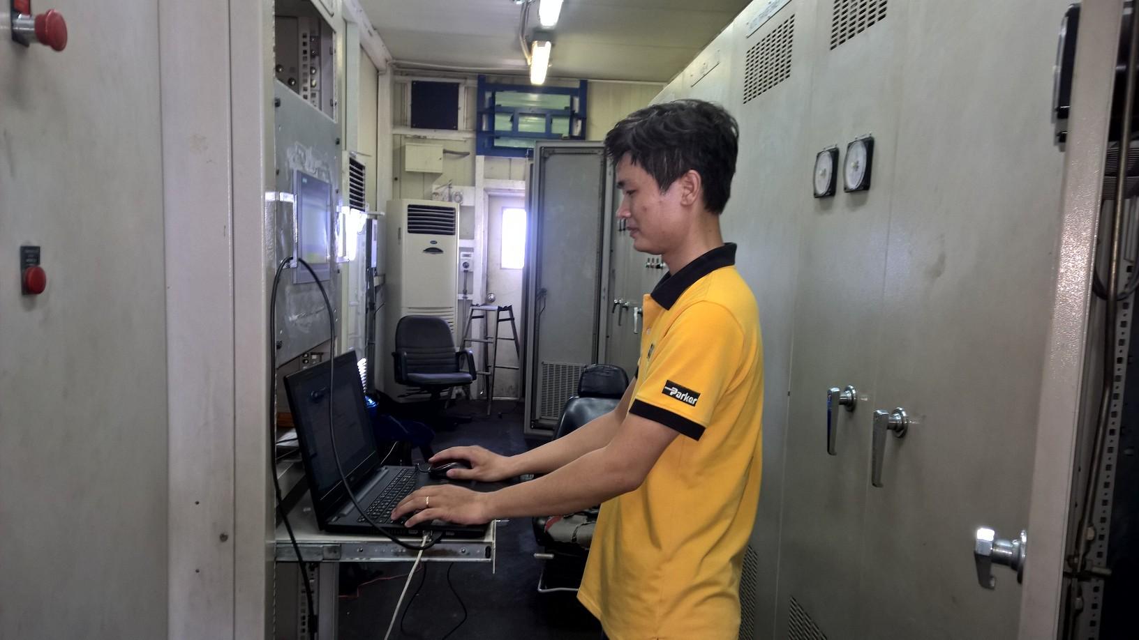 Hệ thống điều khiển 1580A cho cẩu 45 tấn